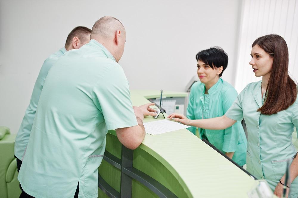Nadczynność tarczycy – jakie przyczyny, objawy i leczenie proponuje zakład opieki zdrowotnej?